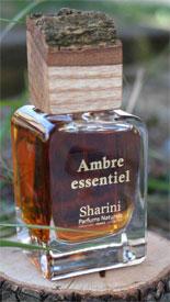 Formulé entièrement à base de matière première botanique, ce parfum signé Sharini est extrêmement raffiné et son odeur agit directement sur la stimulation olfactive                                   sharini.com